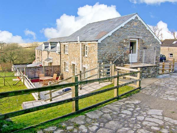 THE STABLE, pet-friendly cottage, upside-down accommodation with country views, games barn, fishing, Aberaeron Ref 20005 - Image 1 - Aberaeron - rentals