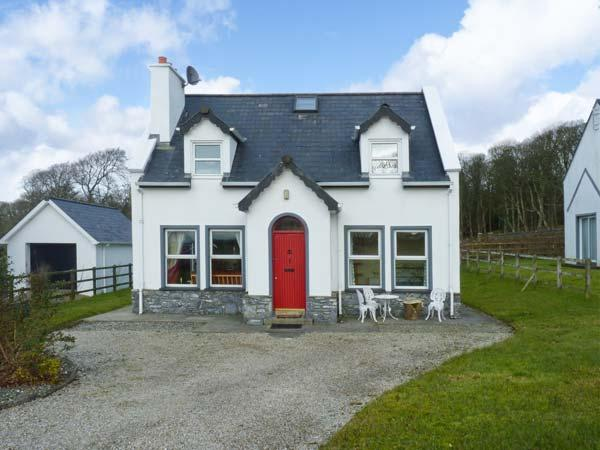 CONEY COTTAGE, detached cottage, open fire, lawned garden, close to sandy beach, in Culdaff, Ref 22997 - Image 1 - Culdaff - rentals