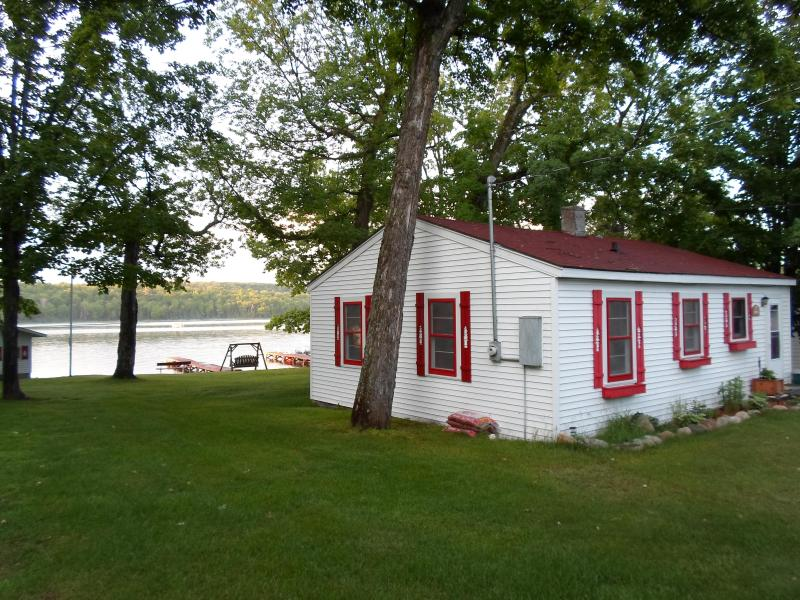 The cottage from the back, where parking is located. - A Cozy Lakefront Cottage - Land O  Lakes - rentals