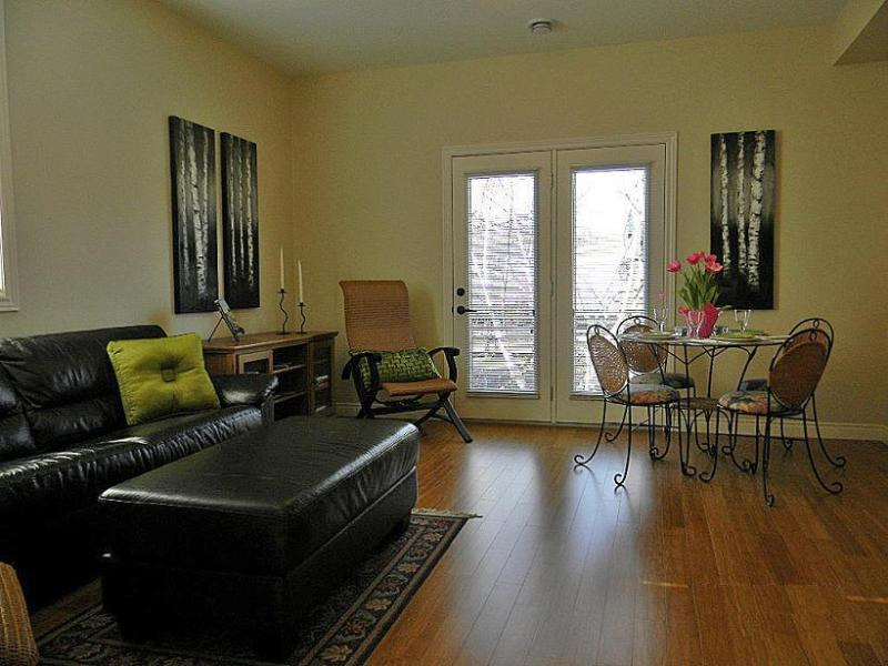 Bright well-appointed living/dining area with roll-out couch - Wiarton Vacation Suites - Wiarton - rentals