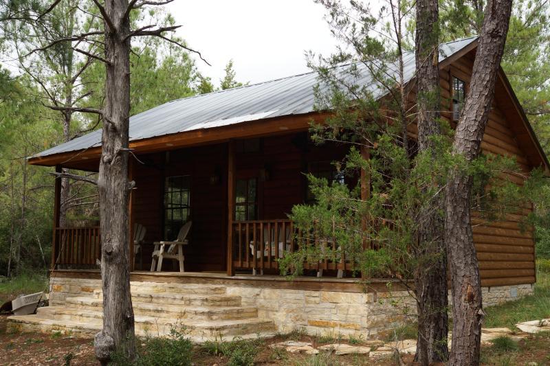 Rustic cedar and stone cabin - Piney Woods Cabin - La Grange - rentals