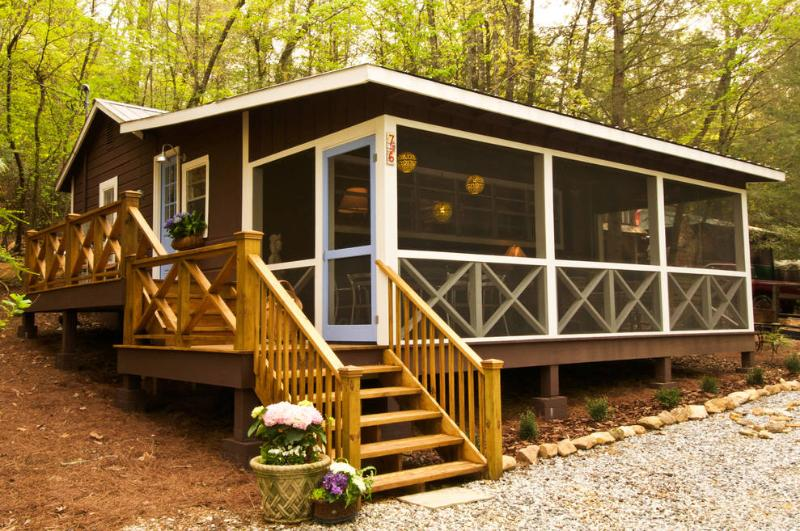Front of cabin - Chocolate Moose - Clarkesville - rentals