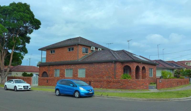 Outside View - Family Accommodation In Sydney - Arncliffe - rentals