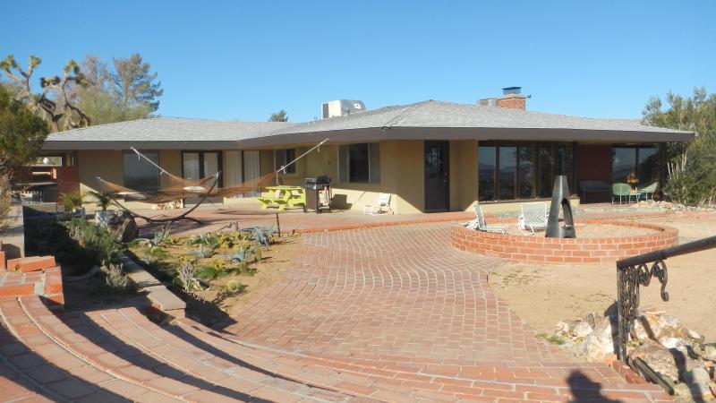 Stairs to entry and patio off kitchen. - Joshua Tree Mid-Century Retreat - Joshua Tree - rentals