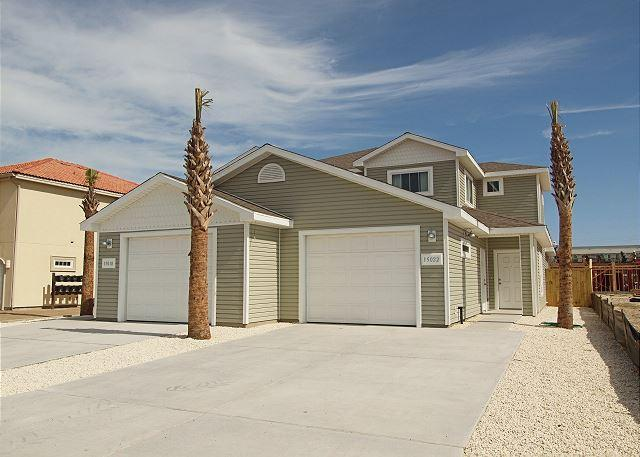 Front of unit - Duplex close to the Beach! Comes w/a Saltwater Pool, Free Wifi & much more! - Corpus Christi - rentals