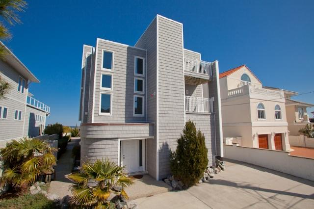 Front Exterior - 624 South Atlantic Ave - Virginia Beach - rentals