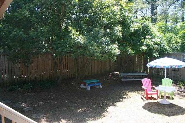 Yard - 220 B 81st Street - North End Landside - Charming beach cottage - Virginia Beach - rentals