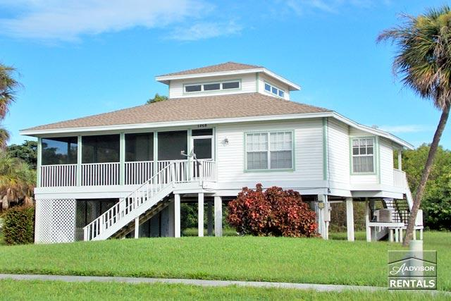 Old Florida style house with beautiful hardwood floors and skylights! Available only during the off season! - Image 1 - Marco Island - rentals