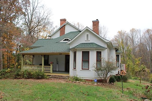 Originally built in 1907 now features open floor plan - Beautifull Renovated Farmhouse - Asheville - rentals