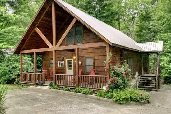 CREEKSIDE COMFORT- 2BR(PLUS LOFT)/2BA- CABIN JUST FEET FROM FIGHTINGTOWN CREEK SLEEPS 8, GAS LOG FIREPLACE, AND FIREPIT! ONLY $125 A NIGHT - Image 1 - Blue Ridge - rentals