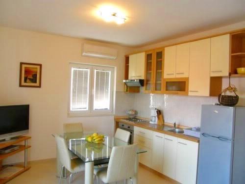 Apartments Nevenka - 10511-A3 - Image 1 - Seget Vranjica - rentals