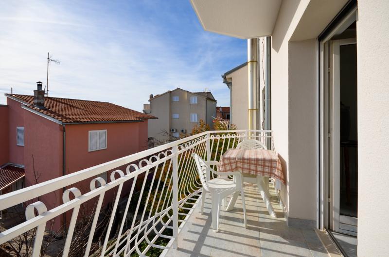 Apartments Ordan - 10671-A2 - Image 1 - Brodarica - rentals