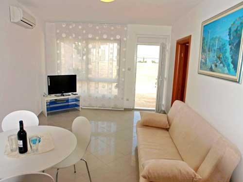 Apartments Jozo - 10921-A5 - Image 1 - Podstrana - rentals