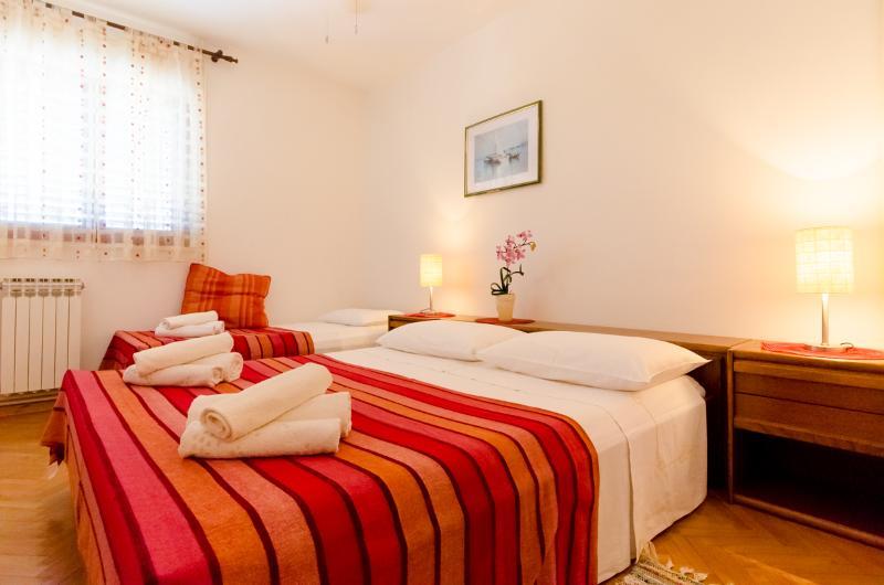 Apartments and Rooms Indiha - 31831-S2 - Image 1 - Jelsa - rentals