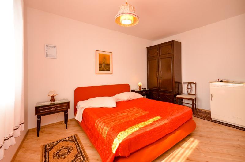 Apartments Ivana - 32041-S1 - Image 1 - Podstrana - rentals