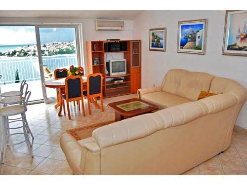 Apartments Srđan - 34241-A3 - Image 1 - Okrug Gornji - rentals