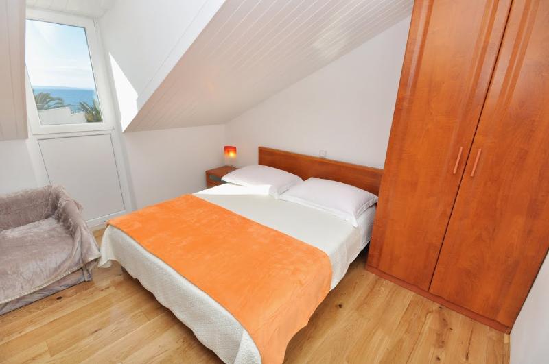 Apartments and Rooms Zlatko - 38201-A1 - Image 1 - Podstrana - rentals