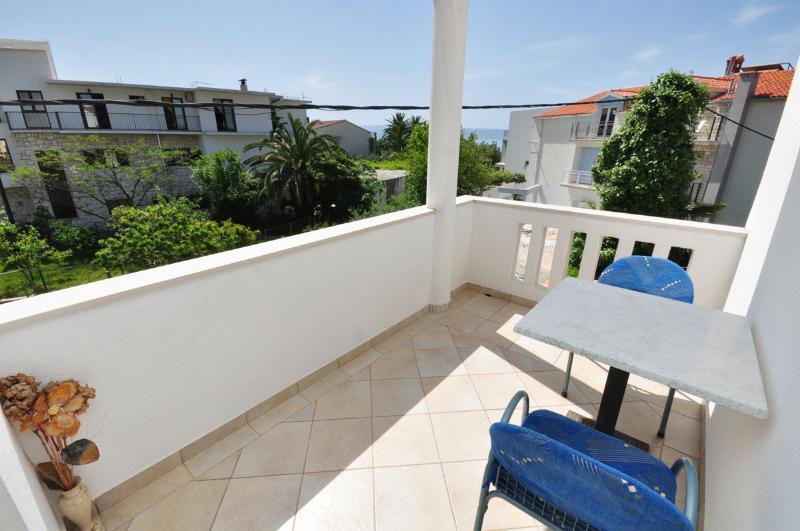Apartments and Rooms Zlatko - 38201-S7 - Image 1 - Podstrana - rentals