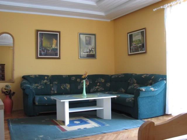 Apartments Mara - 39671-A3 - Image 1 - Makarska - rentals