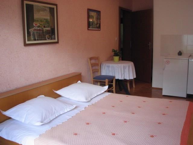 Apartments Mara - 39671-A5 - Image 1 - Makarska - rentals