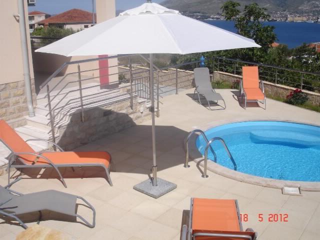 Apartments Goran - 39971-A1 - Image 1 - Okrug Gornji - rentals