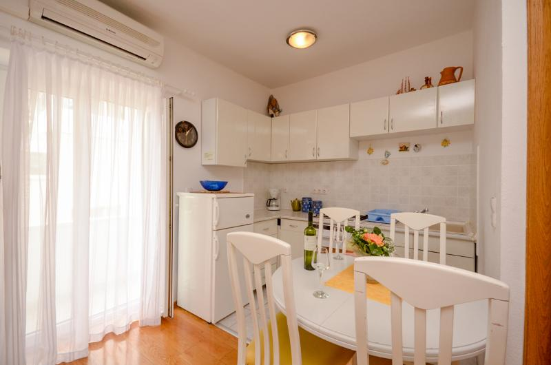 Apartment Rino - 41701-A1 - Image 1 - Makarska - rentals