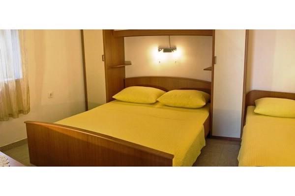 Apartments and Rooms Florijan - 52371-A2 - Image 1 - Komarna - rentals