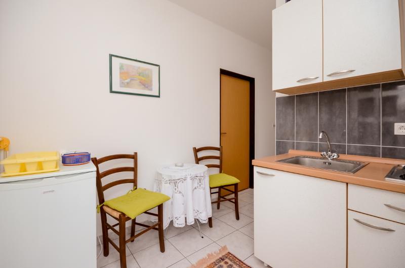 Apartments Ljiljana - 68201-A4 - Image 1 - Krk - rentals
