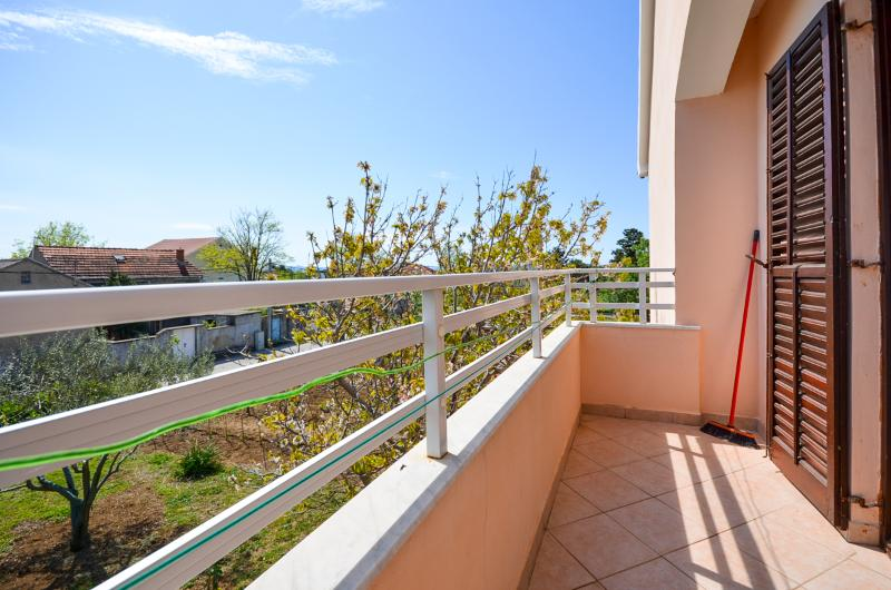 Apartments Nikola - 13581-A4 - Image 1 - Privlaka - rentals