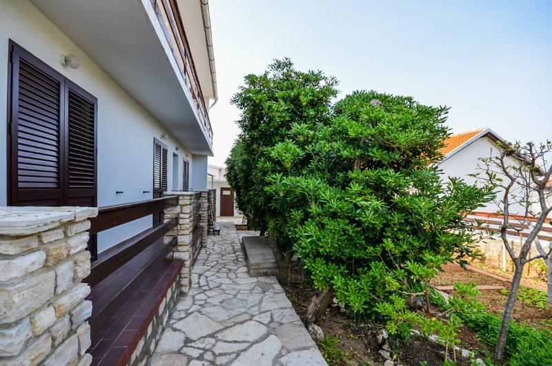 Apartments Jelica - 25471-A2 - Image 1 - Pag - rentals