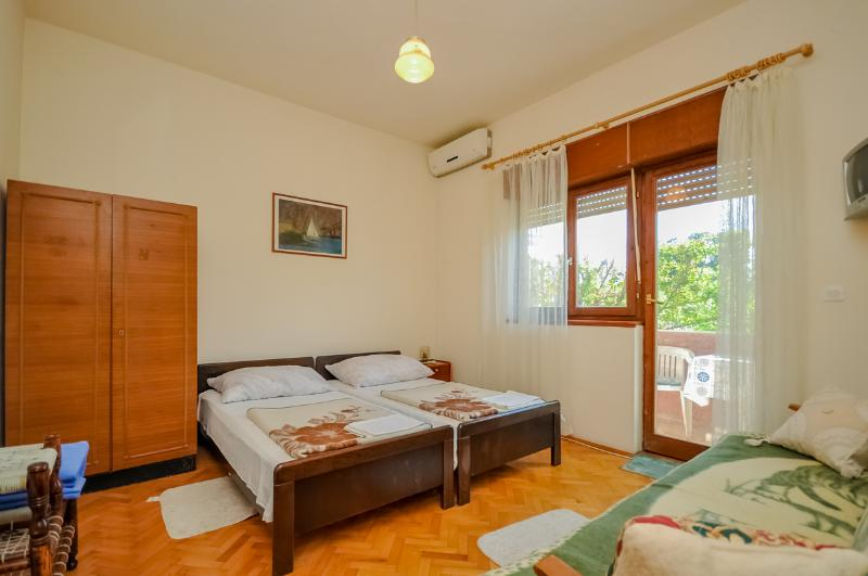Apartments Ante - 31591-A1 - Image 1 - Kastel Stafilic - rentals