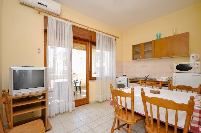 Apartments Ante - 31591-A2 - Image 1 - Kastel Stafilic - rentals