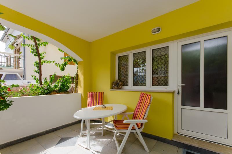 Apartments Anita - 33431-A2 - Image 1 - Vrboska - rentals