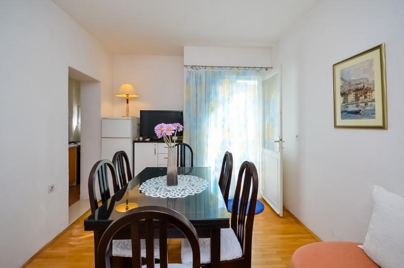 Apartments Meri - 36761-A1 - Image 1 - Makarska - rentals