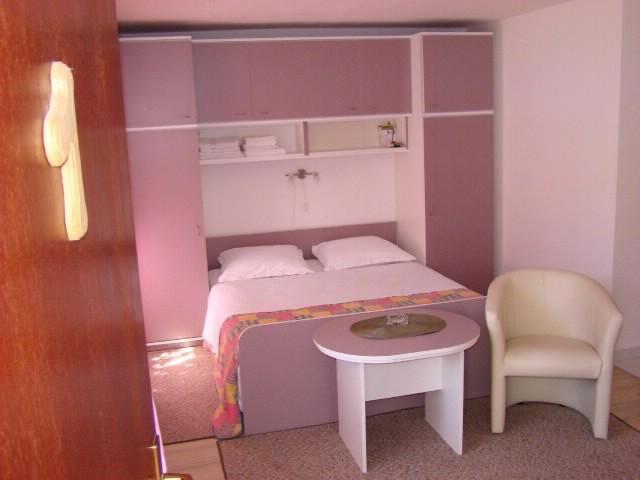 Apartments Vesna - 39791-A1 - Image 1 - Vis - rentals