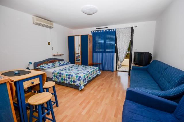 Apartments Ružica - 60291-A3 - Image 1 - Karlobag - rentals