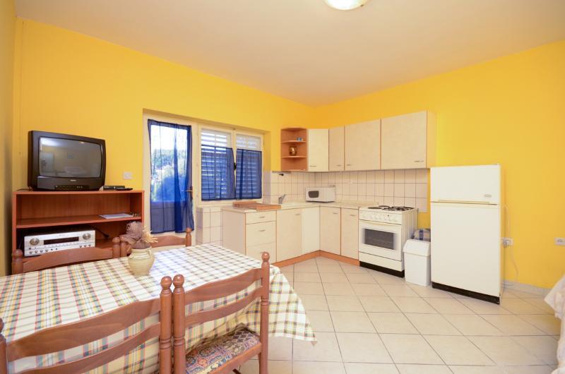 Apartments Jasna - 65261-A3 - Image 1 - Supetarska Draga - rentals