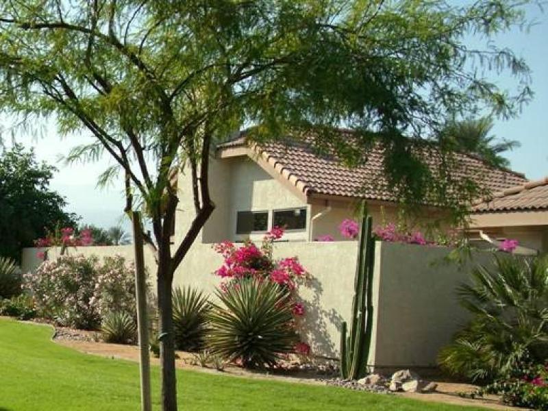 Greenway side of condo - DESERT CONDO WITH GORGEOUS MOUNTAIN VIEWS--TENNIS HEAVEN! - Palm Desert - rentals