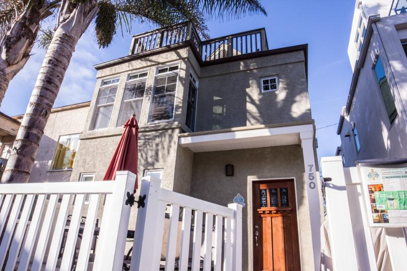 750 Yarmouth Court - Luv Surf Luxurious Beach Home Steps from the Sand! - Pacific Beach - rentals