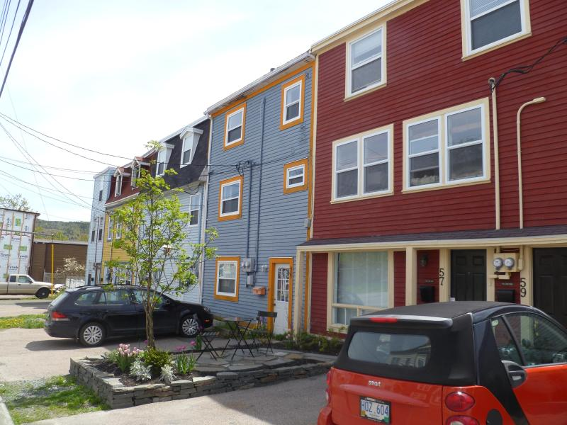 great quiet and central neighbourhood downtown - and rare off street parking space - Bright 1 bedroom in historic district - Saint John's - rentals