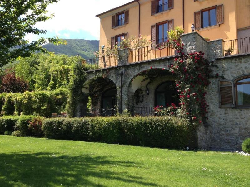 From the main garden - Wonderful B&B in ancient villa with garden - Cava De' Tirreni - rentals