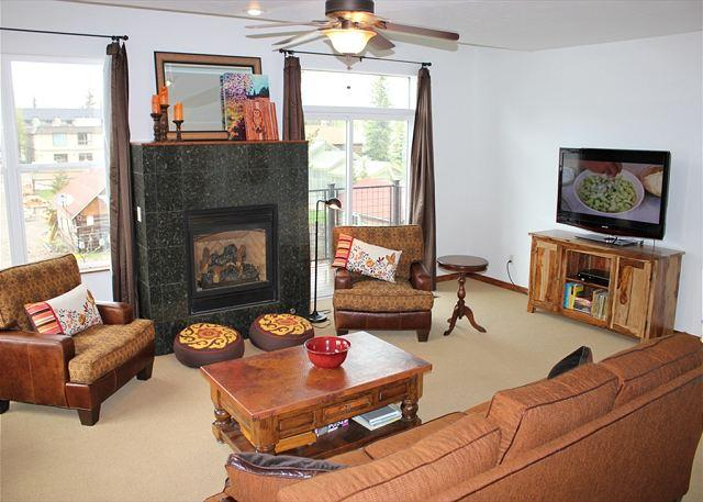 BD3B Inviting Condo 1 Block From Frisco Main St. w/Wifi, Fireplace & Garage - Image 1 - Frisco - rentals