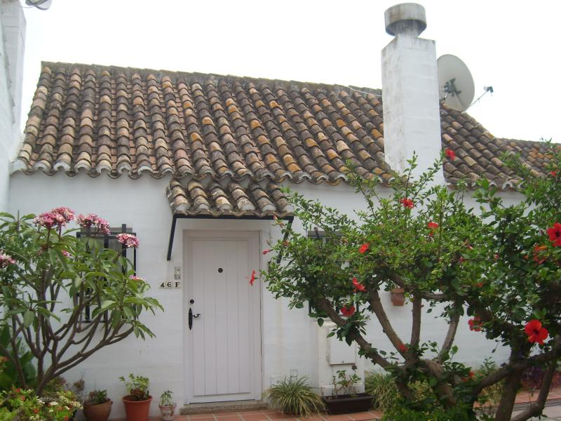 House in quiet area between the sea and the mountain - Image 1 - Benahavis - rentals