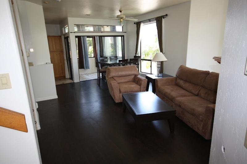 Large Living Room with Pull-out queen sofa - Baywalk Bungalow Steps to Beach & Bay in PB - Pacific Beach - rentals