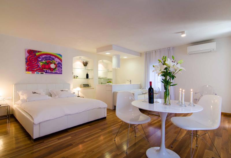 Bedroom with living room - Divota apartment hotel - Deluxe studio/balcony 302 - Split - rentals