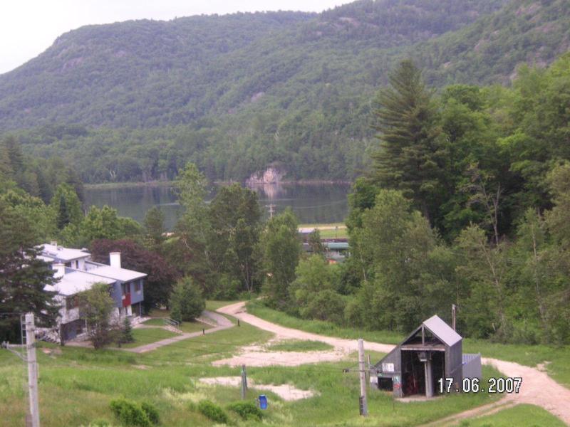 view of lake & property - Golf Ski @ Les Retraites sur le Lac Mont Ste-marie - Lac-Sainte-Marie - rentals