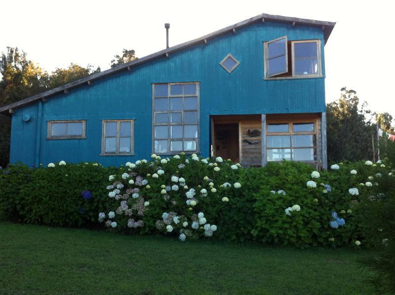 Casa vista general - Casa en Chiloe, en medio del campo y bosque nativo - Queilen - rentals