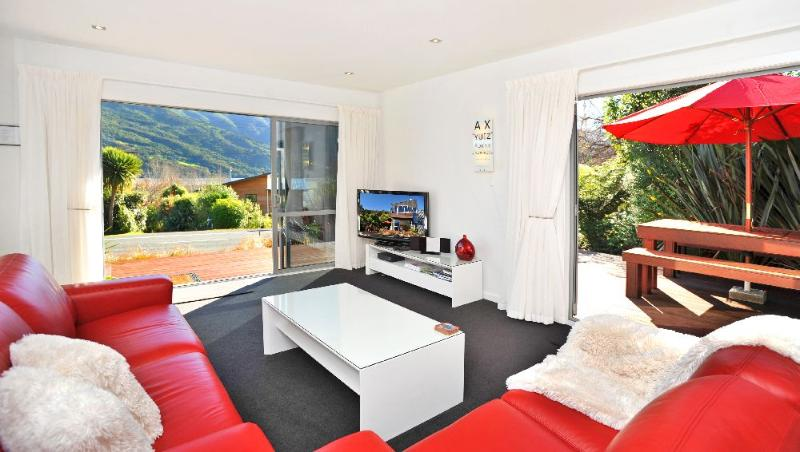 Lounge - SHED 1700 LUXURY SELF CONTAINED ACCOMMODATION - Picton - rentals