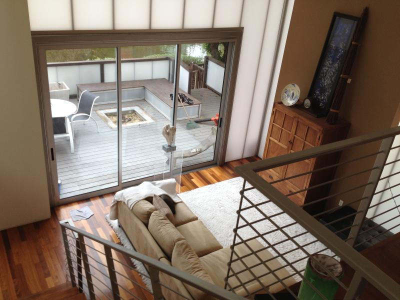 Living Room and front deck - Venice Beach - Stunning Venice Canals Modern Villa - Los Angeles - rentals