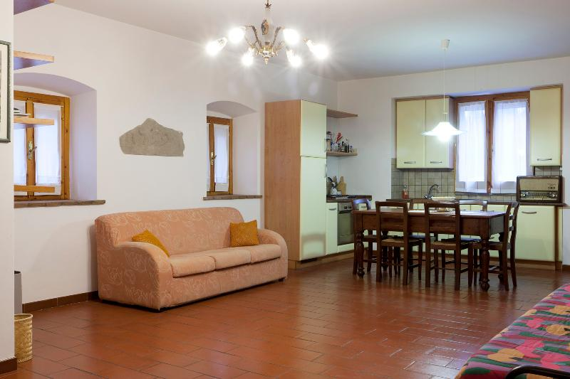 Attractive old house near Assisi - Image 1 - Umbria - rentals